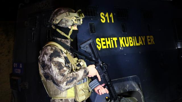 Adanada sosyal medya aracılığıyla uyuşturucuya özendirenlere yönelik operasyon düzenlendi