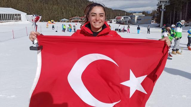 Milli kayakçı Sıla Kara bronz madalya kazandı