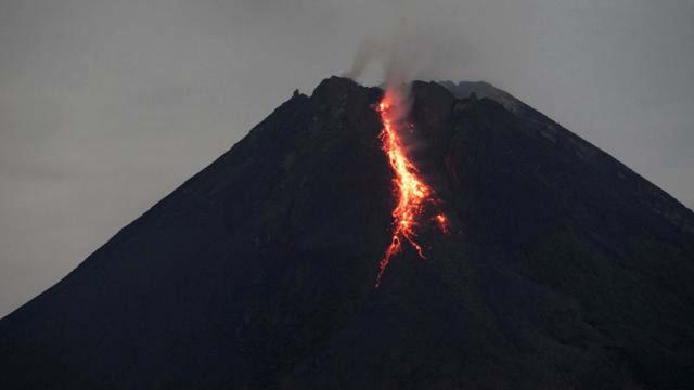 Sinabung Yanardağında patlama