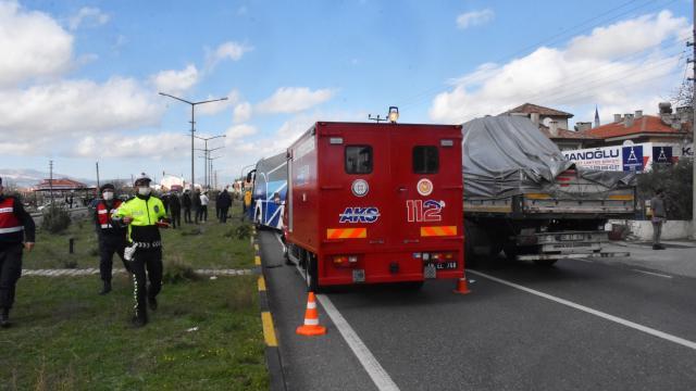 Muğlada tır, trafik ışıklarında bekleyen araçlara çarptı: 1 yaralı