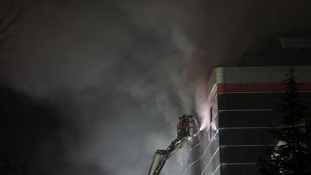 Ümraniyede fabrika yangın: 8 saatte kontrol altına alındı
