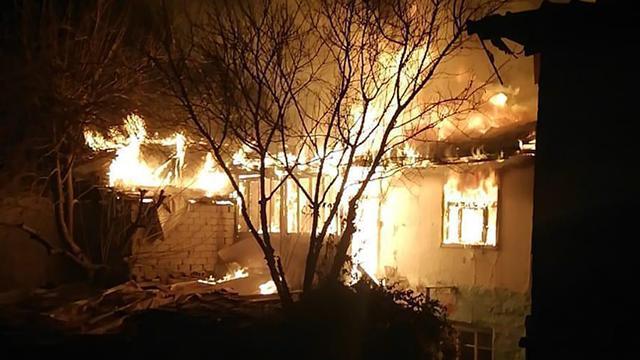 Ankarada metruk binada yangın