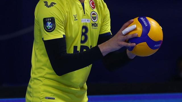 Fenerbahçe Erkek Voleybol Takımında 2 sporcu daha koronavirüse yakalandı