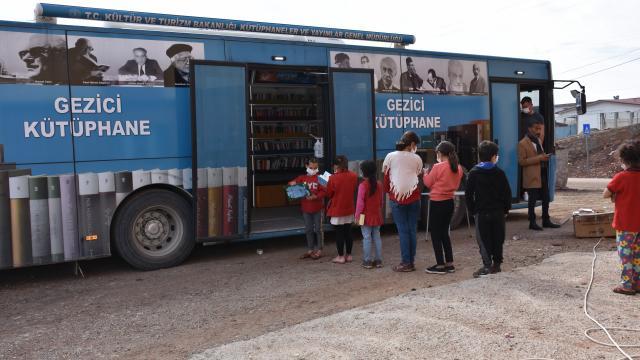 Şırnakın köyleri gezici kütüphane sayesinde kitapla buluşuyor