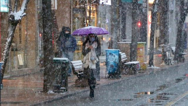 İstanbulda kar yağışı başladı... İstanbul hava durumu...