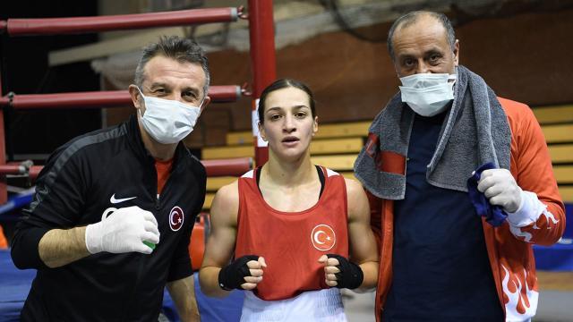 Dört milli boksör Macaristanda yarı finale yükseldi