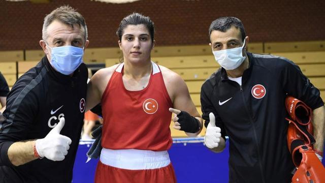 Macaristanda iki mili boksör finale kaldı