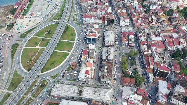 Rize Valisi Çeber: Binalar birbirine yaslanarak ayakta duruyor