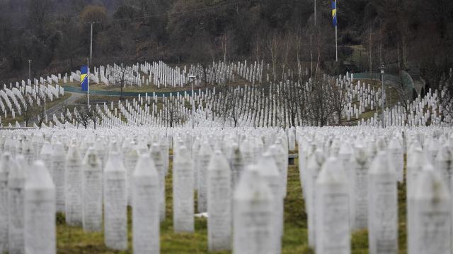 """Karadağda """"Srebrenitsa soykırımı""""nı inkar eden bakan görevden alındı"""