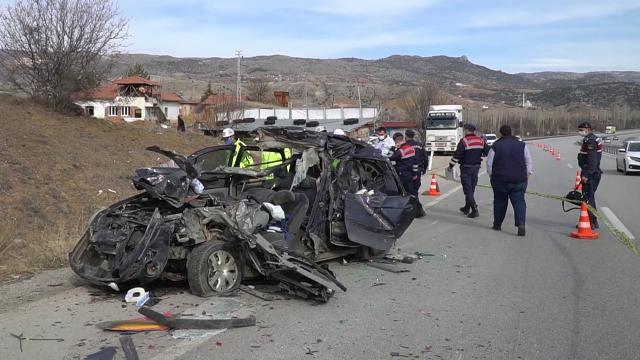 Trafik kazasında hem annesini hem babasını kaybetti