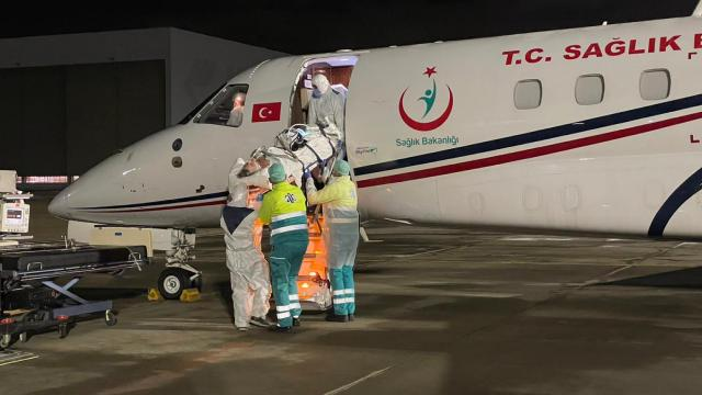 Ambulans uçak Hollandada tedavisi son verilmek istenen Türk için havalandı