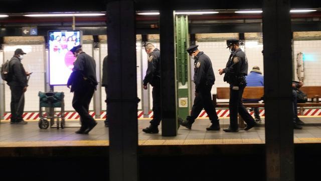 New York metrosunda bıçaklı saldırılar: 2 kişi hayatını kaybetti