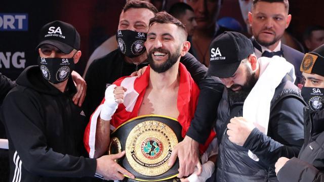 Türk boksör altın kemer kazandı