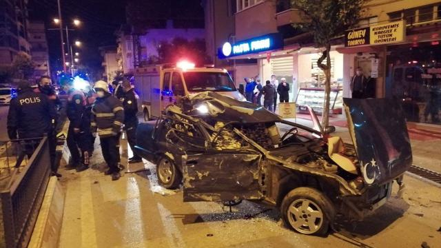 Aydında park halindeki araçlara çarpan sürücü ağır yaralandı