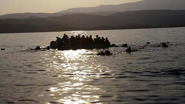 İtalyada göçmenleri taşıyan tekne alabora oldu: 47 kişi kurtarıldı