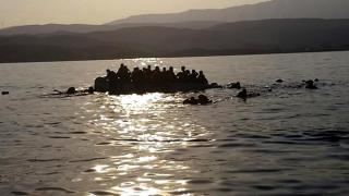 Düzensiz göçmenleri taşıyan tekne battı: 4 ölü