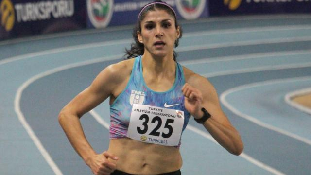 Milli atlet Elif Polattan 300 metre salon rekoru