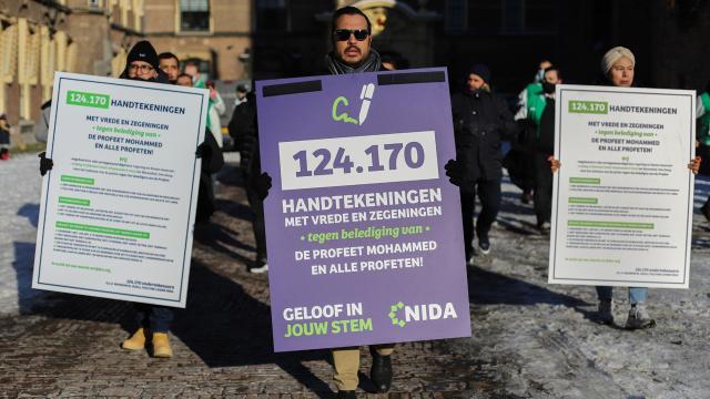 Hollandada Hz. Muhammede hakaretin suç sayılması için 124 bin 170 imza