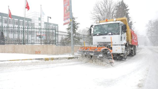 Edirnede sınır kapılarına giden yollarda karla mücadele