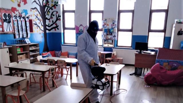 Van ve Bitliste yüz yüze eğitime başlayacak okullar dezenfekte edildi