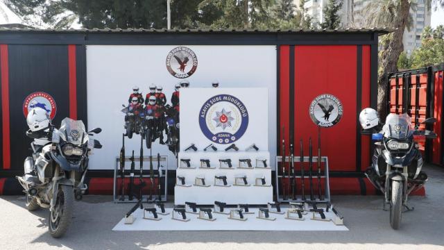 Adanada polis denetimi: 56 silah ele geçirildi