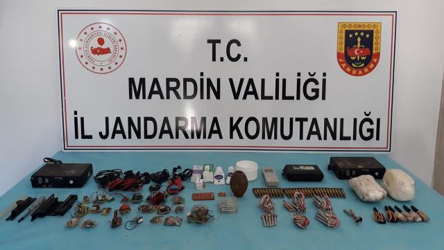 Mardinde PKKlı teröristlerin kullandığı depolar imha edildi