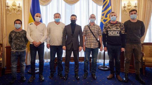 Zelenskiy alıkonulan 6 Ukraynalı denizciyi kabul etti