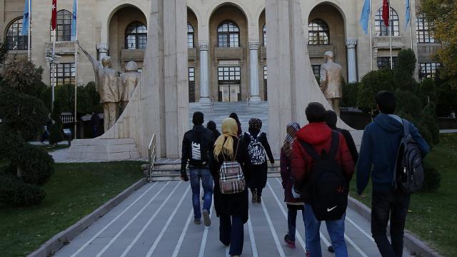 Üniversite öğrencilerine 1,5 milyon liralık destek