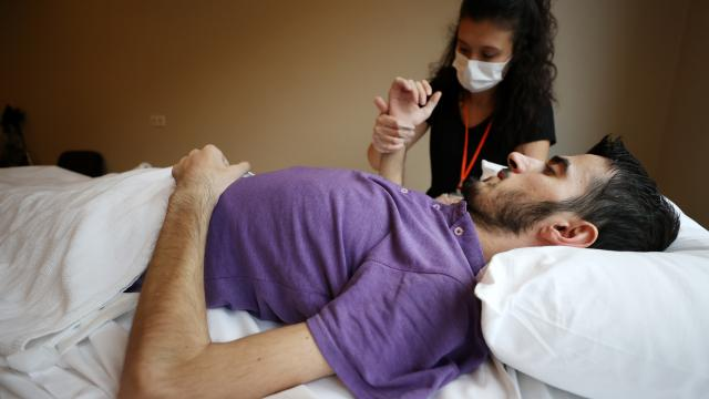 Dağlık Karabağda keskin nişancı kurşunuyla yaralanan Azerbaycanlı gazi Bursada şifa arıyor