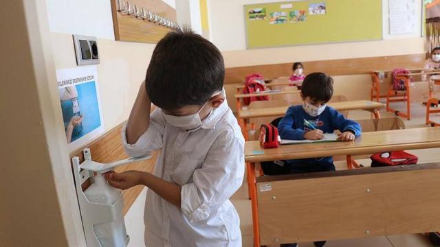 Kars'ta 30 sınıf karantinaya alındı