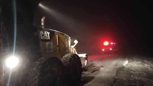 AFAD, Konyada kar ve tipi nedeniyle yolda kalanları kurtardı