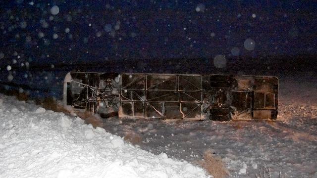 Aksarayda yolcu otobüsü devrildi: 22 yaralı