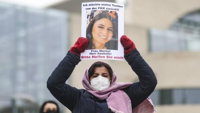 Almanyada PKK tarafından kızı kaçırılan anne eylemini sürdürüyor