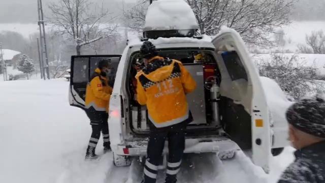 Amasyada diyaliz hastası paletli kar ambulansıyla hastaneye nakledildi