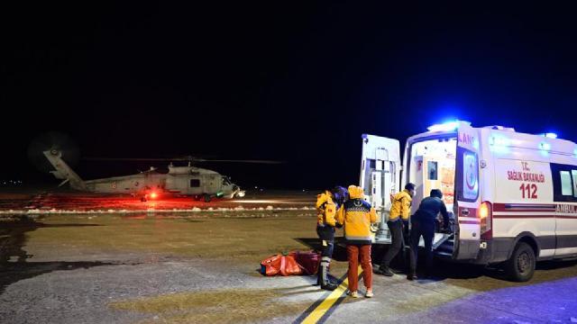 Gökçeadada hastalar helikopterle Çanakkaleye götürüldü
