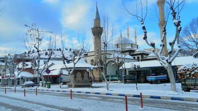 """Antalyada bazı ilçeler 5 yıl sonra """"kar"""" gördü"""