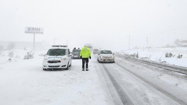 Bursa-Yalova ve Çorum-Samsun kara yolu ulaşıma kapandı