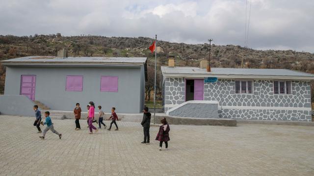Diyarbakırlı çocuklar Mame Thiamı köylerine bekliyor