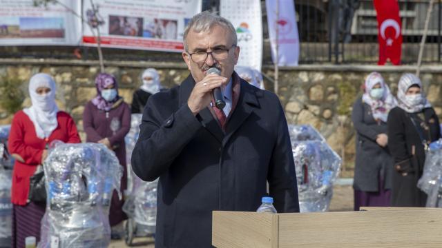 Diyarbakırda hayvancılıkla uğraşan 130 kadına süt sağım makinesi ve yem desteği sağlandı
