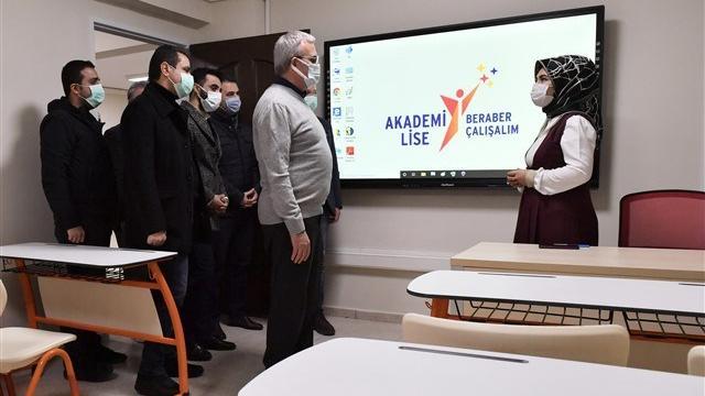 Diyarbakır Valisi Karaloğlu eğitim dönemi öncesi incelemelerde bulundu