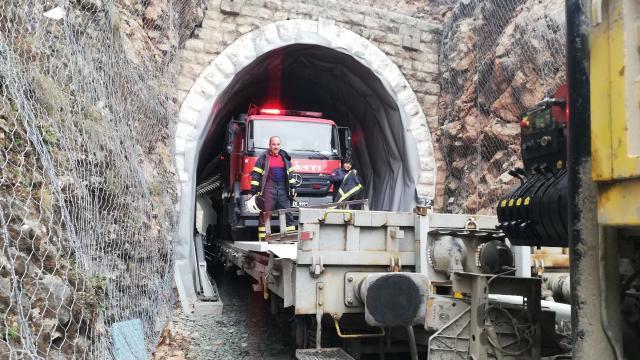 Yangın vagona yüklenen itfaiye aracıyla söndürüldü