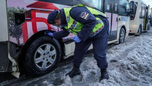 Jandarmadan kış lastiği ve koronavirüs denetimi