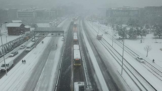 İstanbulda kar yağışı devam ediyor