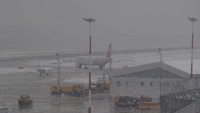 Trabzonda hava ulaşımına kar engeli
