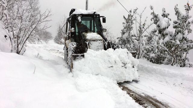 17 ilde yoğun kar: 2 bin 855 yol ulaşıma kapandı