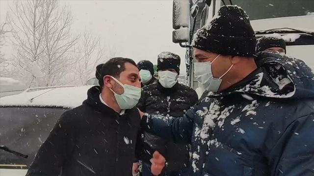Kar nedeniyle kız istemeye gidemeyen aileye Vali Kaldırımdan yardım sözü