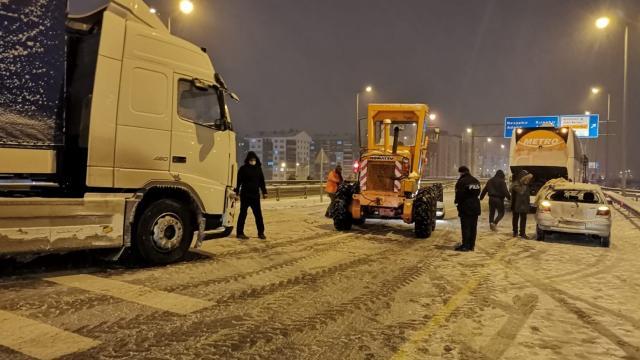Kar nedeniyle sürücüler zor anlar yaşadı