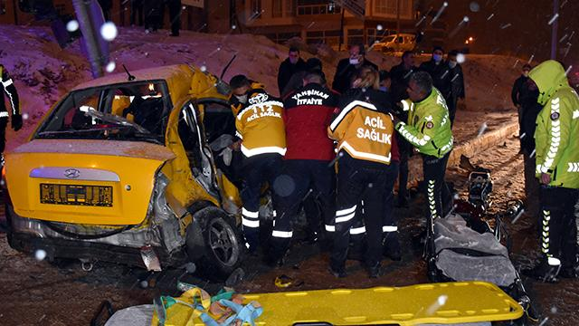 Kırıkkalede otobüs ve iki ticari taksi çarpıştı: 1 ölü, 2 yaralı