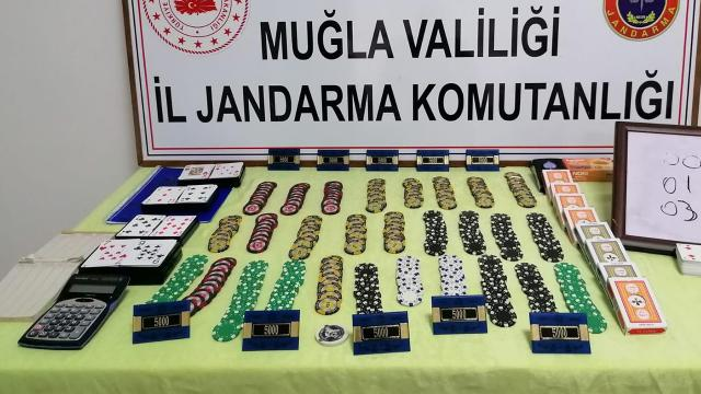 Muğlada kumar oynanan evdeki 18 kişiye ceza kesildi