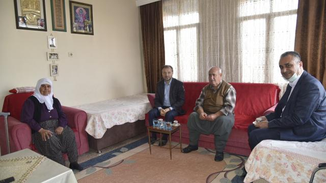 Tarsus Müftüsü Can, engelli ve yaşlı vatandaşları evlerinde ziyaret etti
